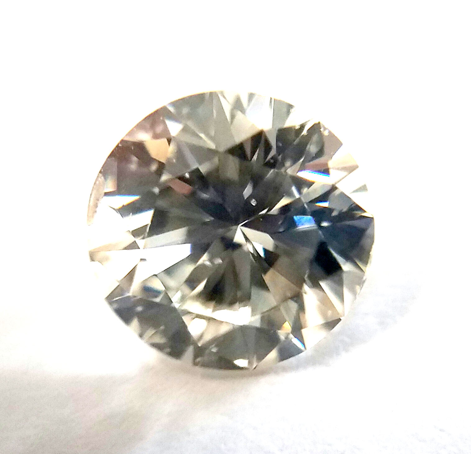 Amgad Wholesaler of GIA Certified Natural Fancy Colored Diamonds